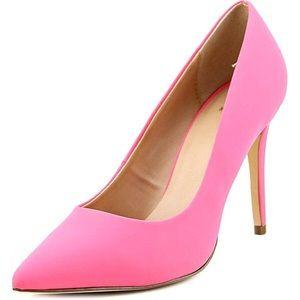Salmon pink pumps! 💗